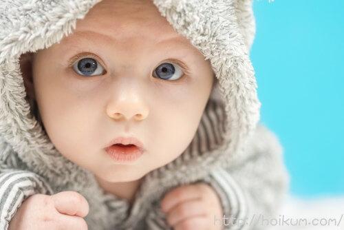 男性保育士が担当するかわいい赤ちゃん