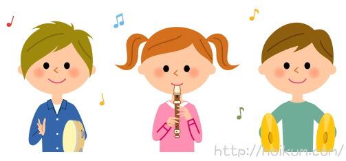 楽器を演奏する子供たち