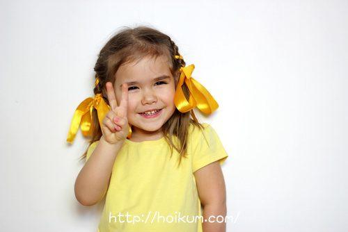 黄色のリボンの女の子の夢は保育士になること